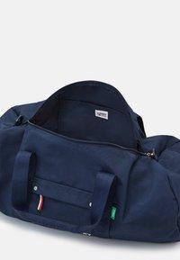 Tommy Jeans - TJM CAMPUS  DUFFLE - Weekend bag - blue - 2