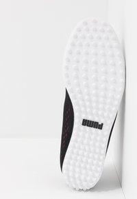 Puma Golf - MONOLITE CAT EM - Chaussures de golf - black/rapture rose - 4