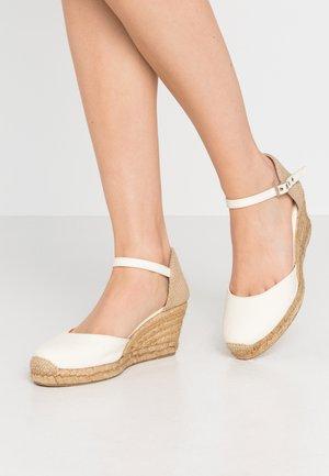 Loafers - ecru