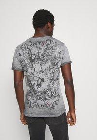 Key Largo - JUSTICE ROUND - Print T-shirt - anthra - 2