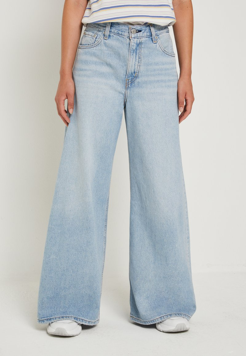 Levi's® - LOOSE ULTRA WIDE LEG - Flared Jeans - middle road