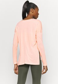 Nike Performance - DRY LAYER  - T-shirt sportiva - arctic orange/orange pearl