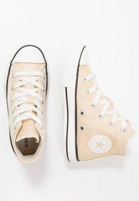 Converse - CHUCK TAYLOR ALL STAR - Baskets montantes - egret/black/vintage white - 1