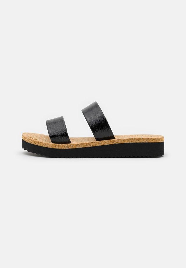 PLATEAU CORGI - Sandaler - black