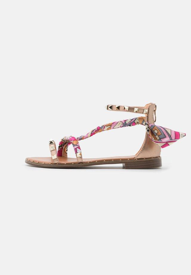 Sandały - rosa/oro