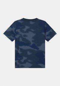 adidas Originals - CAMO TREFOIL UNISEX - Print T-shirt - crew blue/multicolor/white - 1