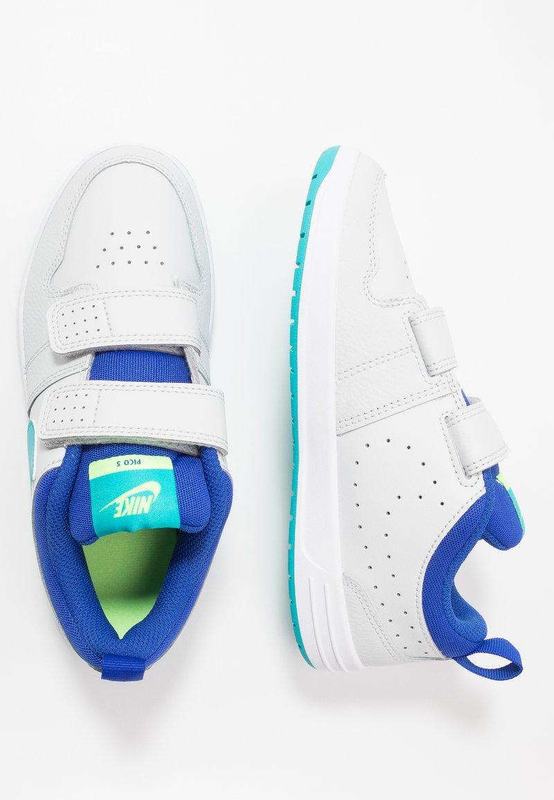 Nike Performance - PICO 5 UNISEX - Sports shoes - photon dust/oracle aqua/hyper blue/ghost green
