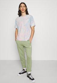 Nike Sportswear - PANT  - Träningsbyxor - oil green - 3