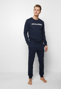 Jack & Jones - JACLOUNGE SET - Pyjamas - navy blazer - 0