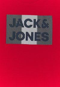 Jack & Jones Junior - JJECORP LOGO TEE CREW NECK - Print T-shirt - true red - 2