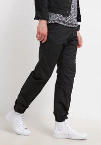 Carhartt WIP - MARSHALL COLUMBIA - Trousers - black rinsed - 3