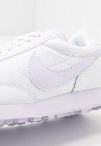 Nike Sportswear - DAYBREAK - Sneakers basse - white/barely grape - 2