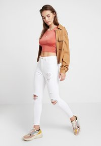 New Look - RIPPED HALLLIE DISCO MINNIE - Jeans Skinny Fit - white - 1