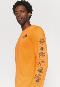 The North Face - HIMALAYAN BOTTLE SOURCE - Long sleeved top - orange - 3