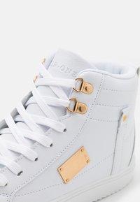 Pier One - Sneakersy wysokie - white - 5