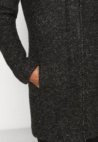 ONLY Petite - ONLSEDONA COAT - Kort kåpe / frakk - black/melange - 5