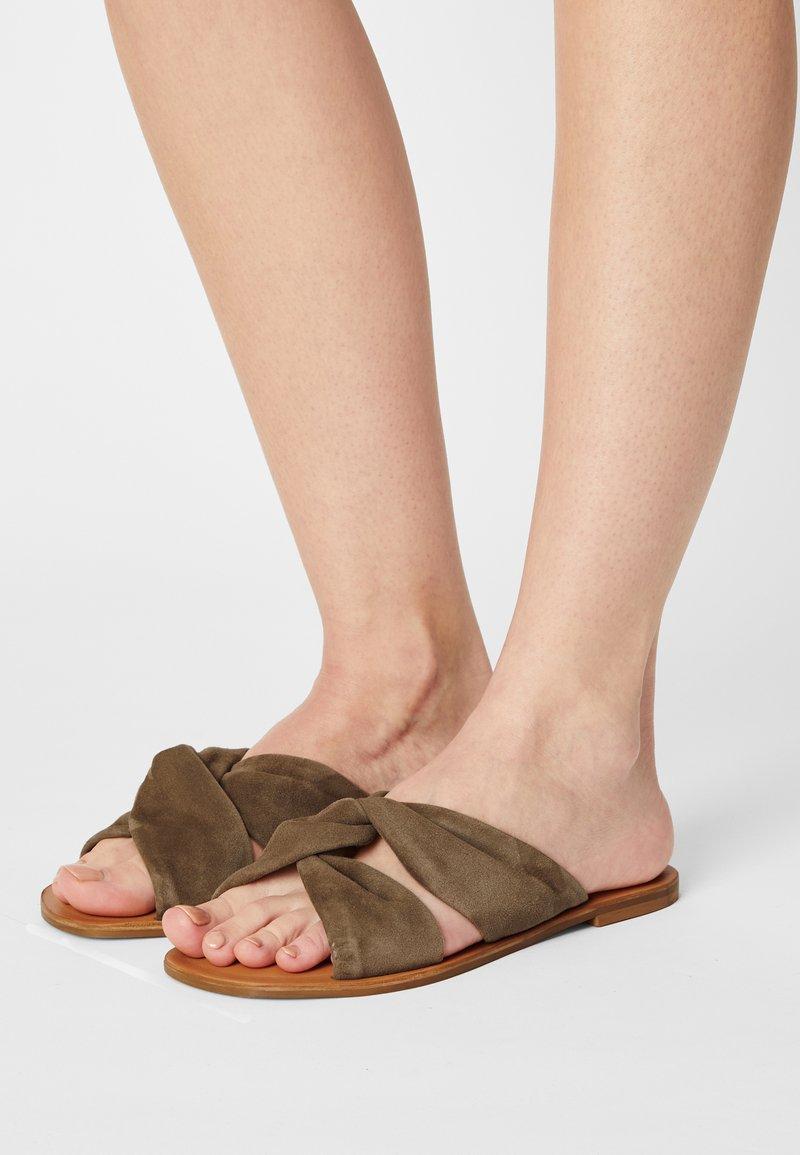Zign - Pantofle - khaki