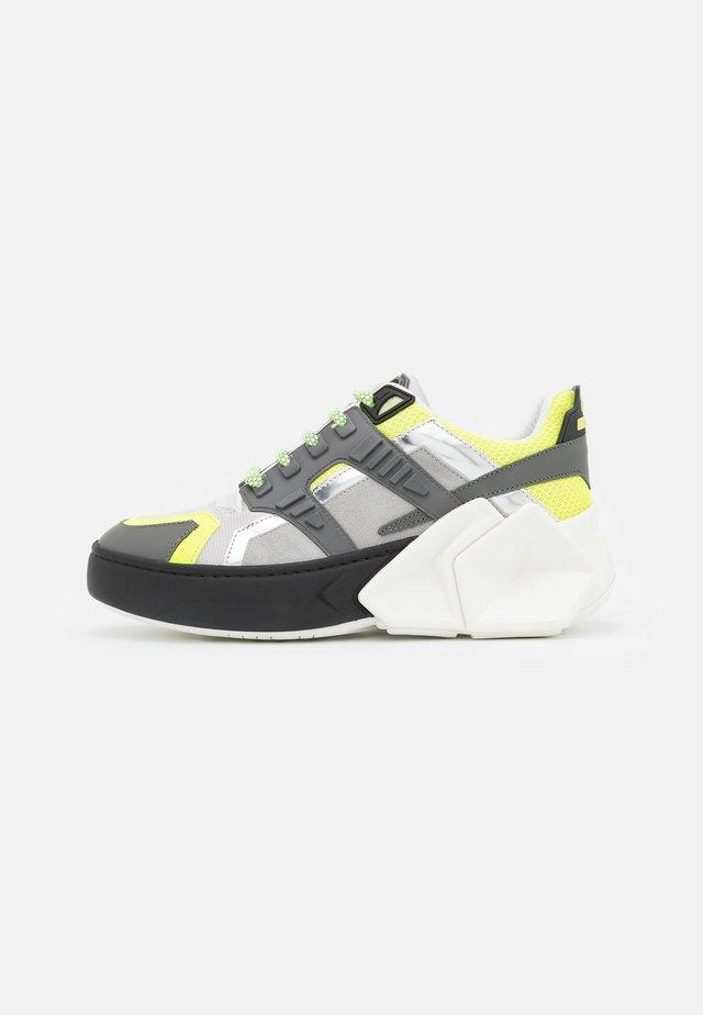 SILVERSTONE UNISEX - Sneakersy niskie - black