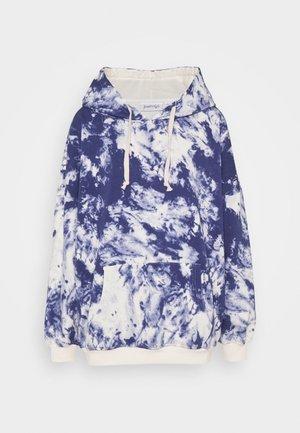 K&K  OVERSIZED SWEATER - Bluza z kapturem - white/blue