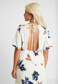 Vero Moda Petite - VMKIMMIE ANCLE DRESS - Maxi šaty - birch - 7