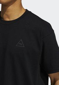 adidas Originals - PHARRELL TEE - T-shirt med print - black - 6