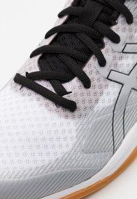 ASICS - COURT HUNTER - Multicourt tennis shoes - white/piedmont grey - 5