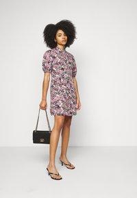 Vero Moda Petite - VMANNELINE DRESS - Košilové šaty - black/yellow - 1
