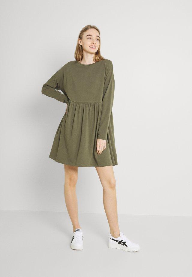 NMKERRY DRESS - Jerseyjurk - kalamata