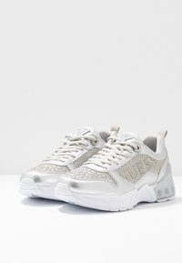 Guess - TANDEY - Sneakers - argent - 4