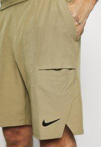 Nike Performance - SHORT - Pantalón corto de deporte - parachute beige/black - 3
