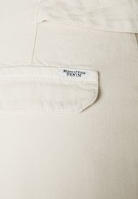 Marc O'Polo DENIM - PLEATED TROUSERS - Džíny Relaxed Fit - winter dune - 2