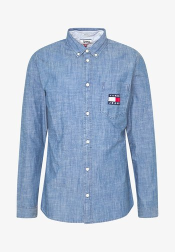 TJM CHAMBRAY BADGE SHIRT