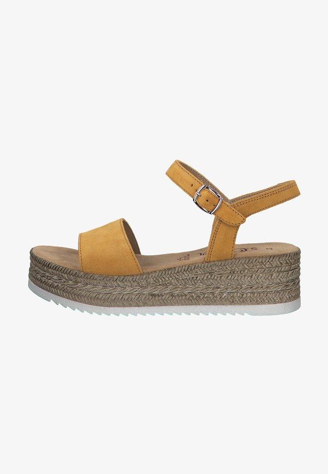 Sandalen met sleehak - saffron