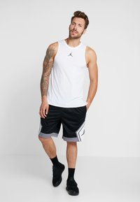 Jordan - JUMPMAN STRIPED SHORT - Sports shorts - black/gunsmoke/white - 1