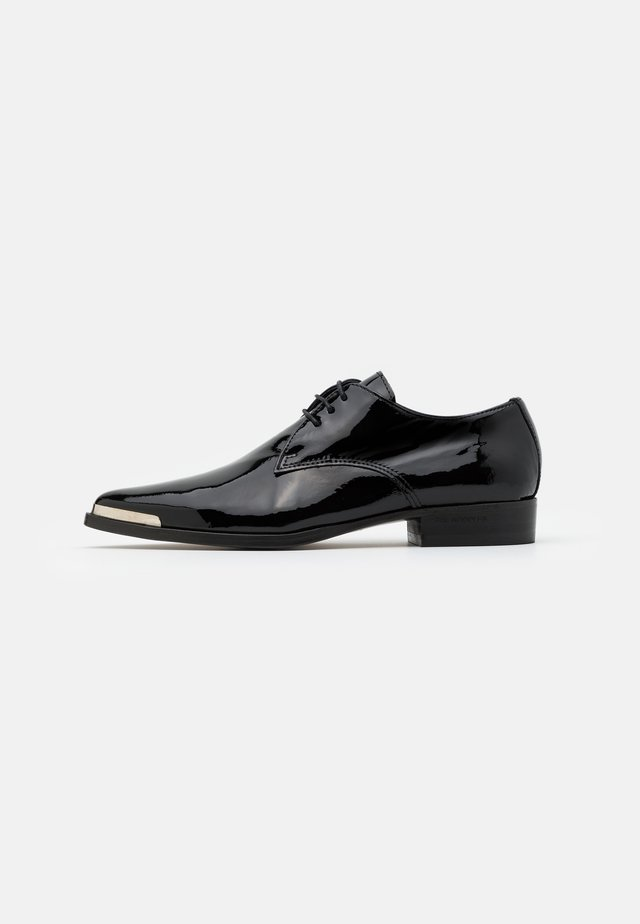DERBIES - Nauhakengät - black