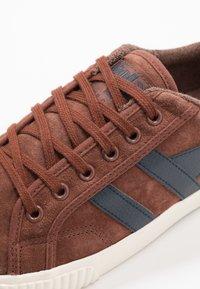Gola - TENNIS MARK COX - Sneakersy niskie - cognac/navy - 5