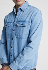 Jack & Jones - JJIPETE - Camisa - light blue denim - 5
