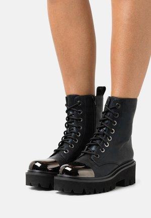 MARTIN BOOT WITH TOE CAP - Platåstövletter - black