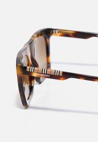 Burberry - UNISEX - Solglasögon - dark havana - 2