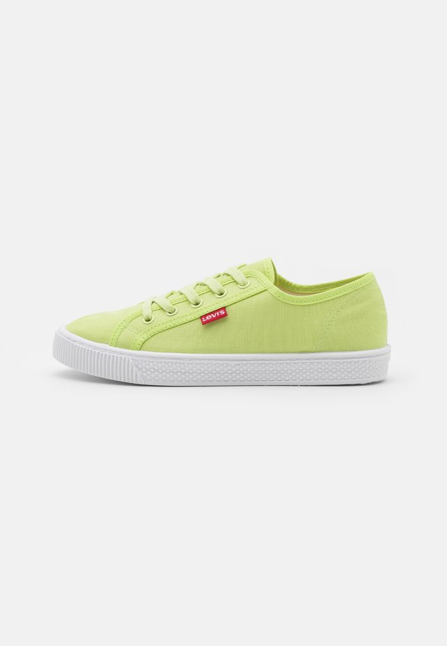 MALIBU BEACH  - Sneakersy niskie - light green