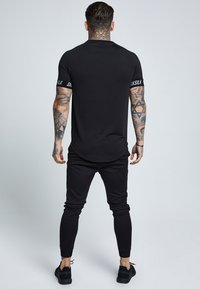 SIKSILK - RAGLAN TECH TAPE TEE - Triko s potiskem - black - 2