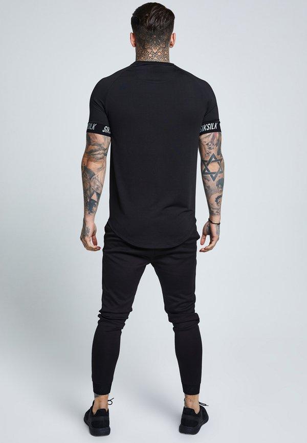 SIKSILK RAGLAN TECH TAPE TEE - T-shirt z nadrukiem - black/czarny Odzież Męska KVVO