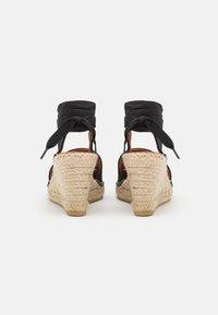 Macarena - CARLA - Sandály na platformě - black - 3