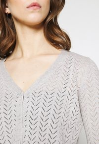 Vero Moda - VMCADDIE 3/4 BUTTON - Cardigan - light grey melange - 5
