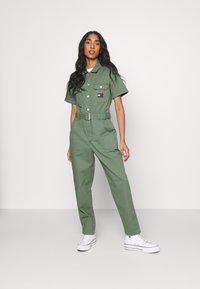 Tommy Jeans - BOILER SUIT - Jumpsuit - desert olive - 1