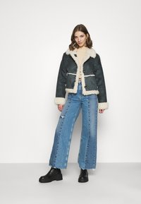 BDG Urban Outfitters - PUDDLE - Flared Jeans - blue - 1