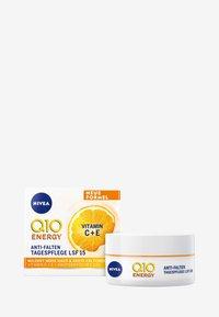 Nivea - Q10 ENERGY HEALTHY GLOW DAY CARE SPF 15 - Pielęgnacja na dzień - - - 1