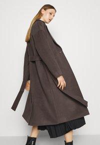 Bruuns Bazaar - SALLIE JEZZE COAT - Klassinen takki - earth brown - 4