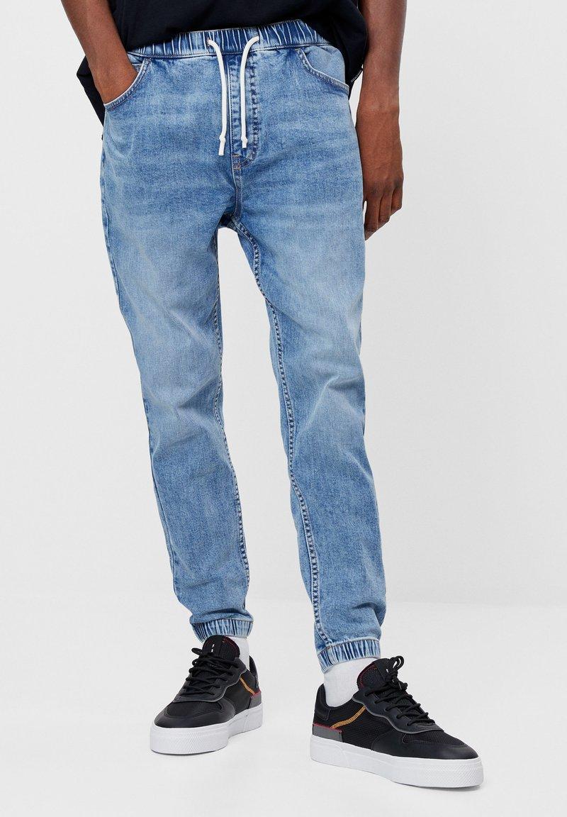 Bershka - Jeans fuselé - blue denim