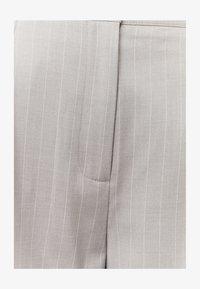 TALLY WEiJL - HIGH WAIST BERMUDA - Shorts - grey - 4